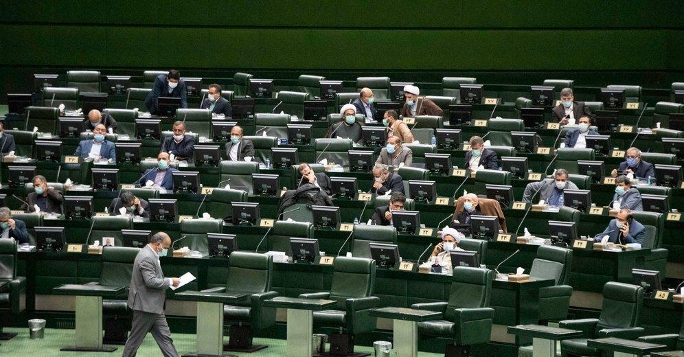 مجلس با افزایش فروش نفت خام به پالایشگاهها موافقت کرد