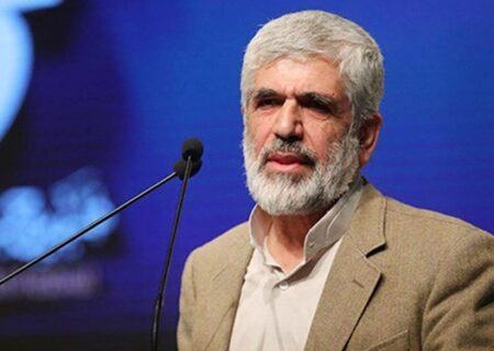 پدر شهید احمدی روشن: نباید تجربه تلخ گذشته تکرار شود/ عملکرد آیتالله رئیسی در قوه قضاییه در ۴۰ سال انقلاب بی نظیر است